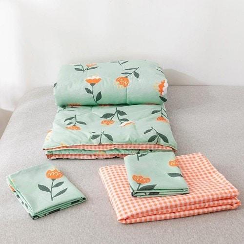 DEALS FOR LESS - Comforter Set of 4 Pieces, Cute Floral Design, 1 Comforter + 1 bedsheet + 2 pillow covers.