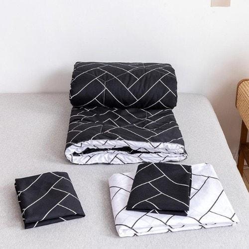 DEALS FOR LESS - Comforter Set of 4 Pieces, Black Geometric Design, 1 Comforter + 1 Bedsheet + 2 Pillow Covers