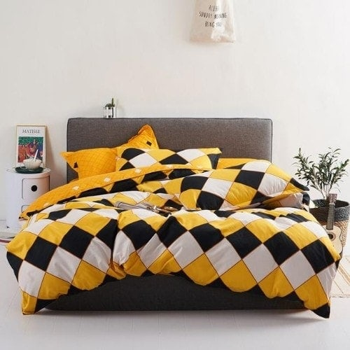 DEALS FOR LESS - King Size, Duvet Cover, Bed Sheet Set of 6 Pieces,Rhombs black & yellow design, 1 Duvet cover + 1 Fitted bedsheet + 4 pillow covers.